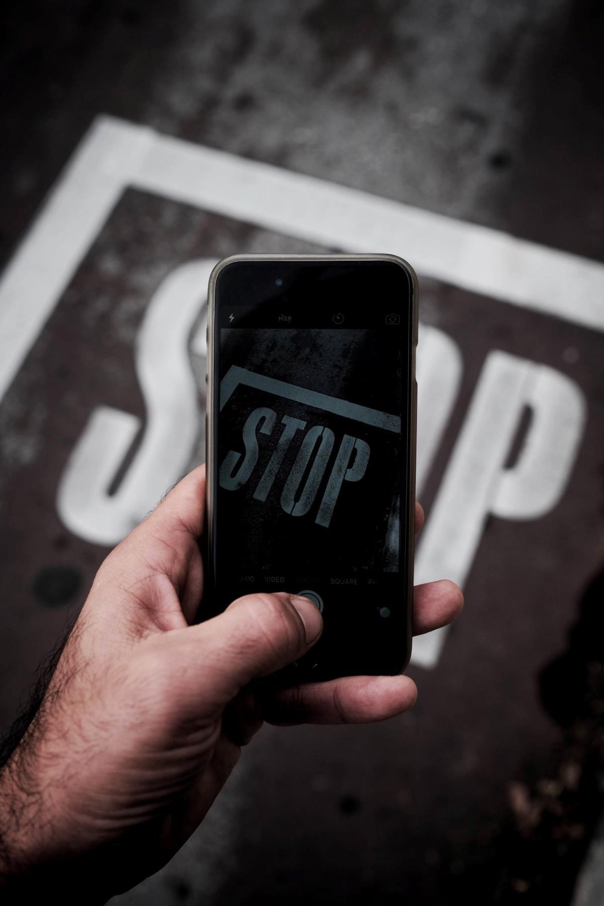 Facebook: O que andamos a fazer de ilegal? 1011789?tp=UH&db=IMAGENS&w=1440&act=resize