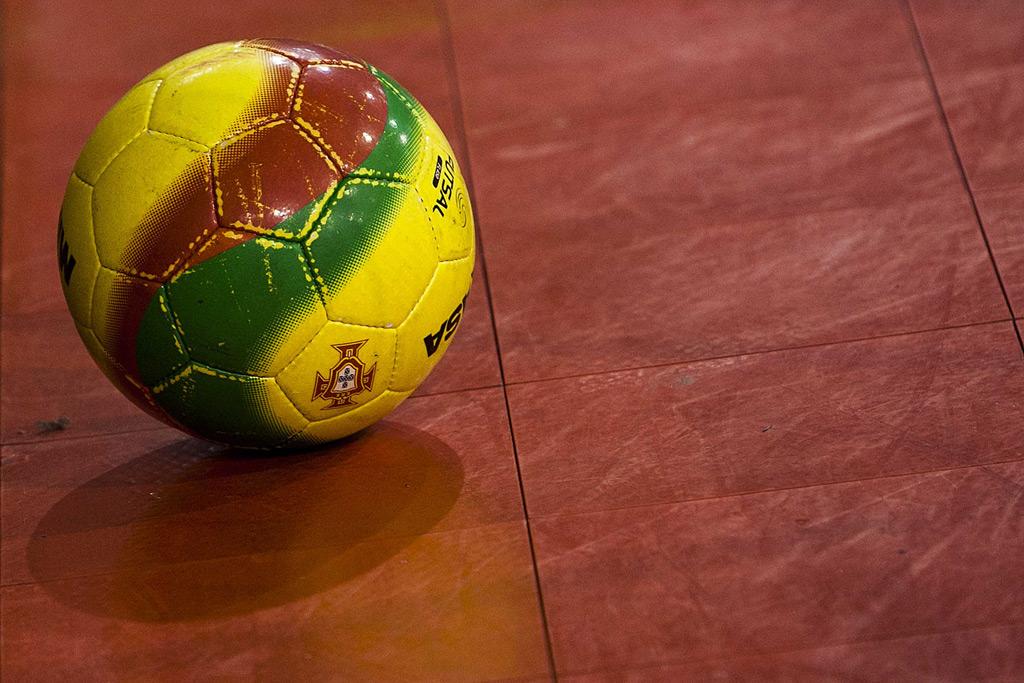 Benfica goleia e consolida liderança do campeonato de futsal - Público.pt