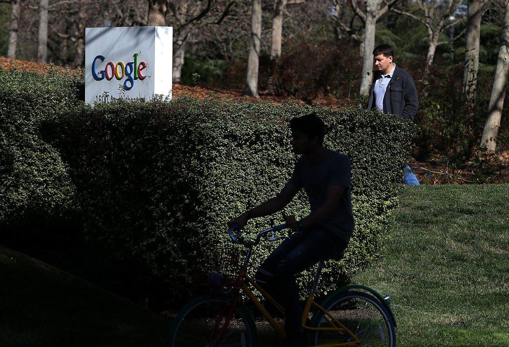 Foto: Google reconhece a partir de agora o direito ao esquecimento A Google disponibiliza a partir de agora um formulário a partir do qual é possível pedir para apagar dados pessoais dos resultados da pesquisa. http://go.pwm.pt/1prr49A