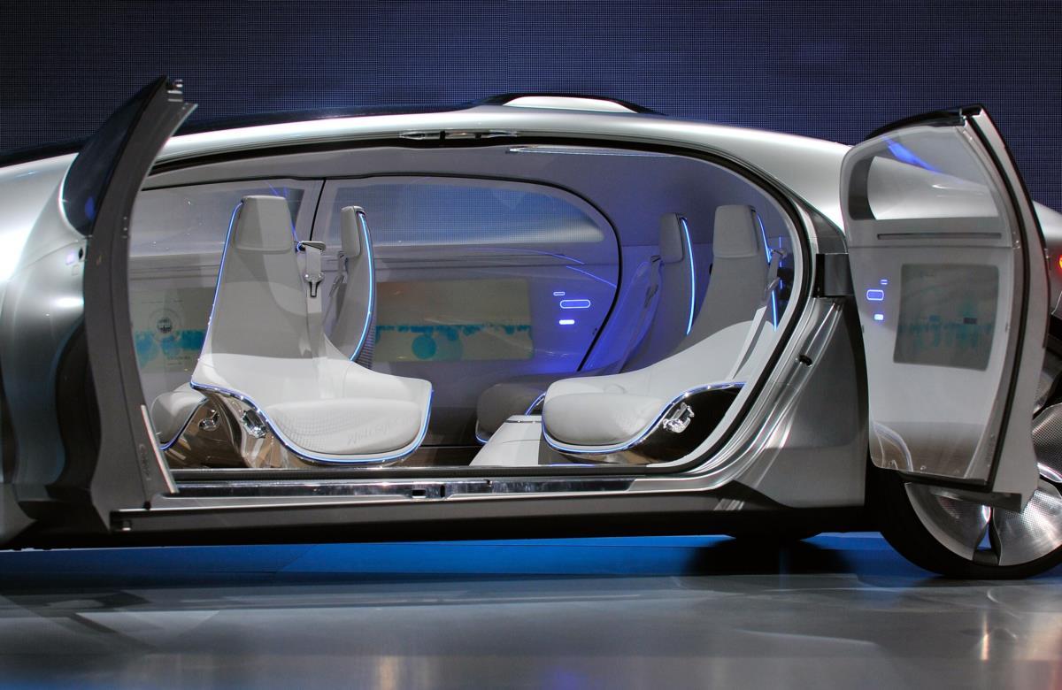 O mercedes do futuro guia sozinho e uma sala de estar for Sala de estar futurista
